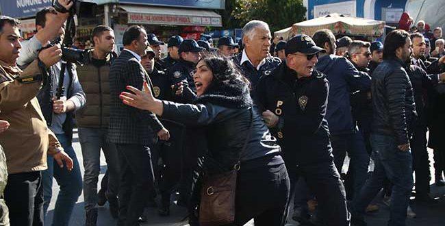 HASTANEMİ KAPATMA ANKARA PLATFORMU'NA NUMUNE HASTANESİ ÖNÜNDE POLİS SALDIRISI