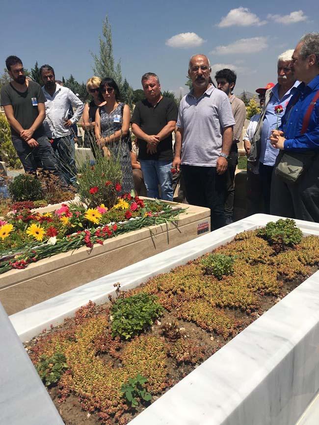 Köksal-Aydın-birinci-ölüm-yıldönümü-mezarlıkta-anma-foto-1