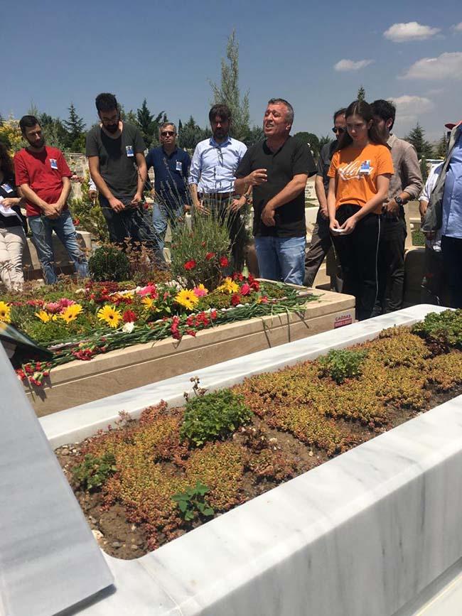 Köksal-Aydın-birinci-ölüm-yıldönümü-mezarlıkta-anma-foto-11