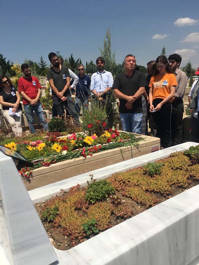 Köksal-Aydın-birinci-ölüm-yıldönümü-mezarlıkta-anma-foto-3