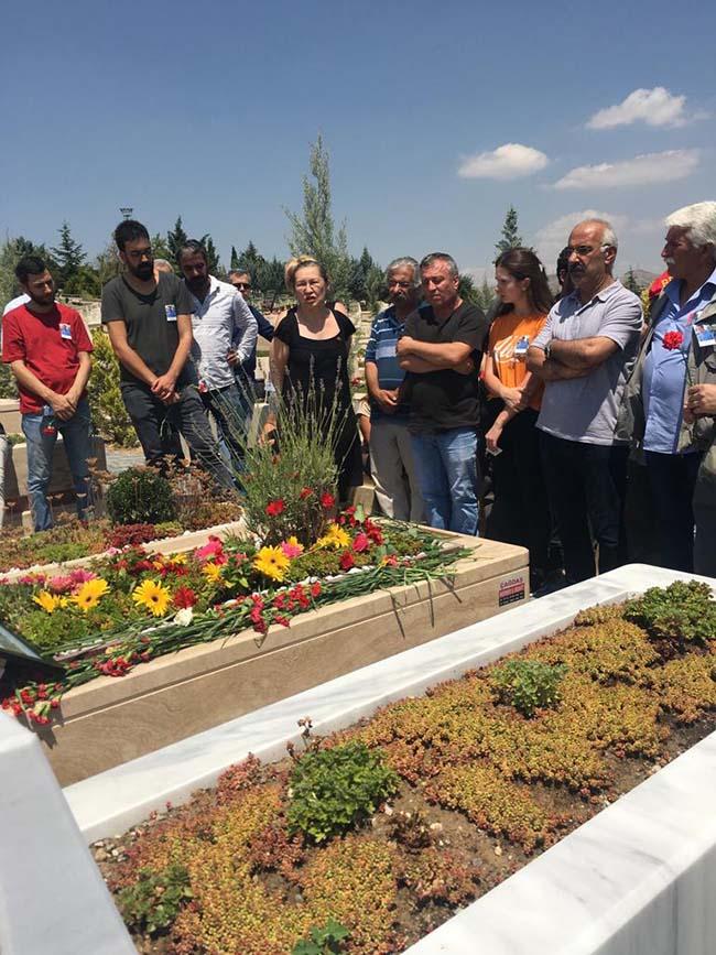 Köksal-Aydın-birinci-ölüm-yıldönümü-mezarlıkta-anma-foto-5