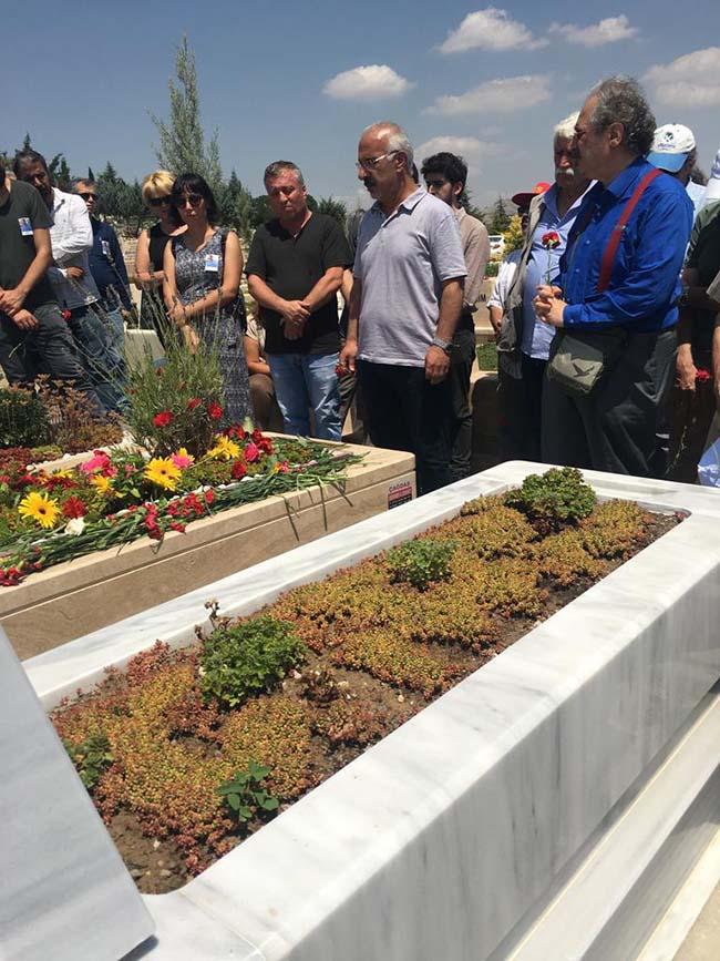 Köksal-Aydın-birinci-ölüm-yıldönümü-mezarlıkta-anma-foto-8
